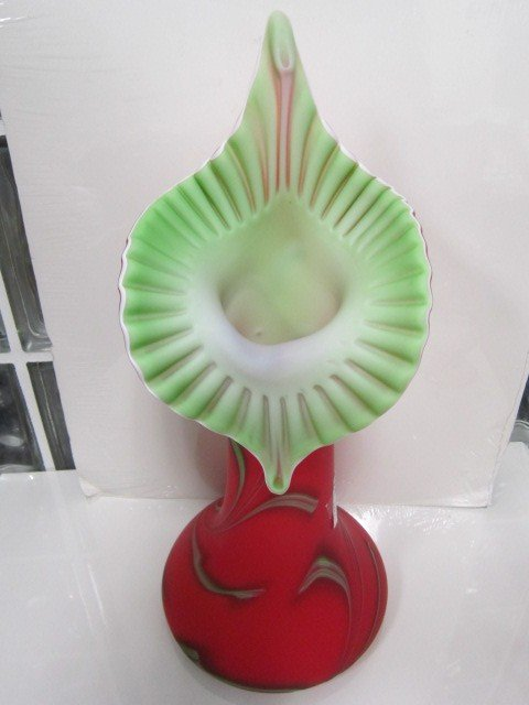 7186: Russian satin glass jack in pulpit