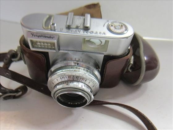 5021: Camera in leather case-Vitomatic