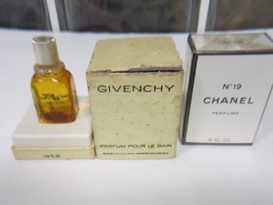3009: 2 boxed perfumes- Chanel #19,Givenchy