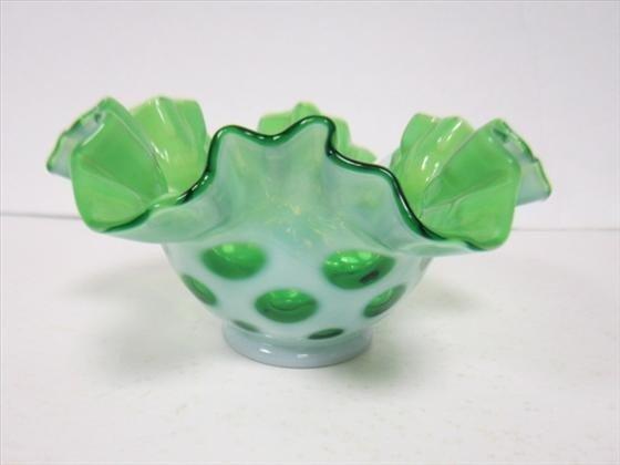 1707: Fenton coin dot ruffled top bowl