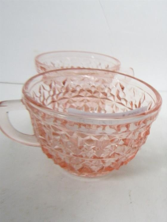 9010: 2 pink English Hobnail cups