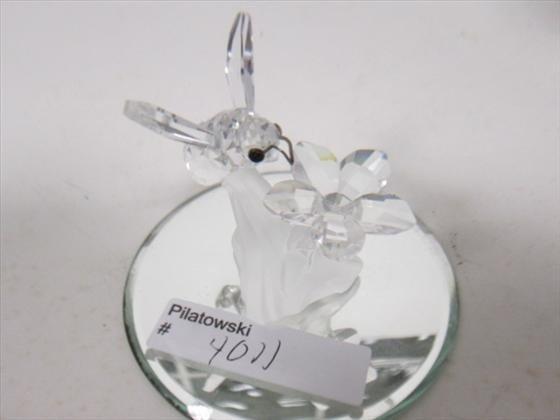 4011: Swarovski honey bee with flower mirror base