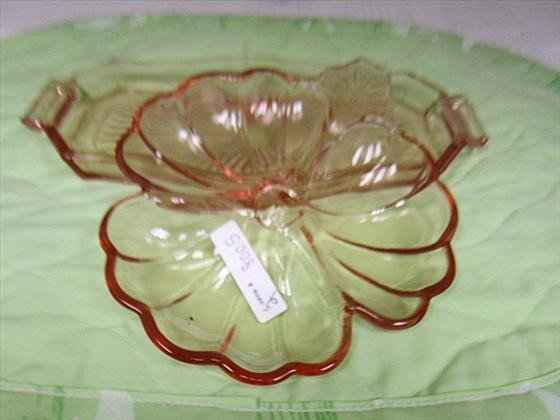 8005: 2 pc - pink    tray and 3 part clover shaped dish