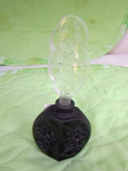 8017: Perfume black satin etched glass