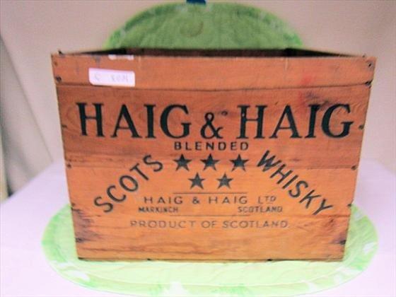 8021: Wood crate - Haig and Haig Scots Whisky