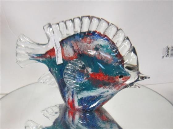 1115: Murano Glass - fish with clear fins and tail