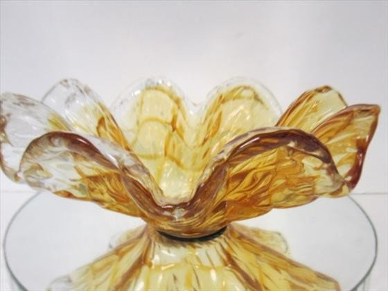 1150: Murano Glass - gold and clear ruffled bowl