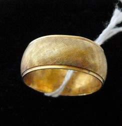 6501: 14Kt tested gold wedding band - 6.1Gram