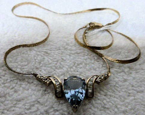 6517: Necklace with aqua and crystal stones