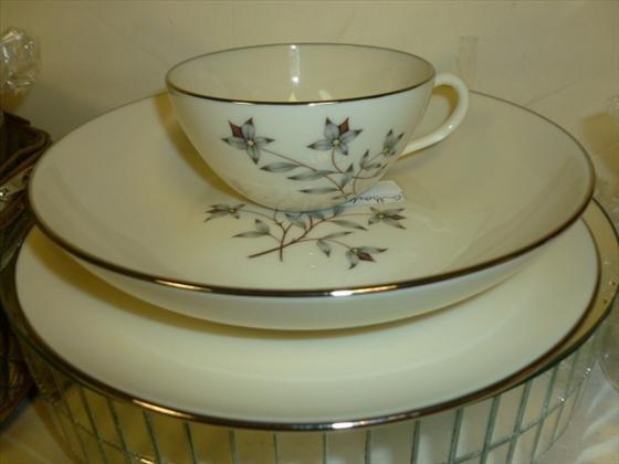 1823: Lenox Princess dishes-24 pieces