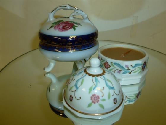 1829: 2 porcelain covered trinket boxes