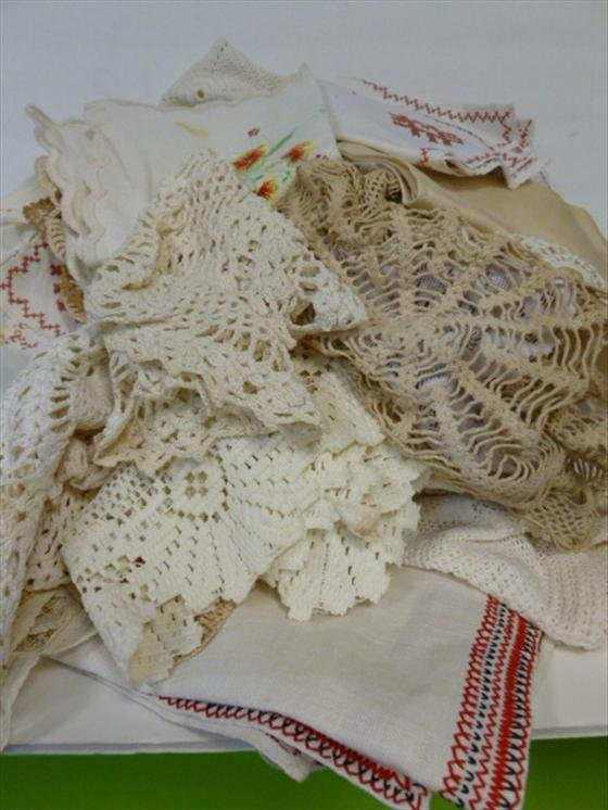 1892: Lot asst lace & crochet dollies and runners