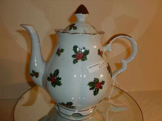 Lefton Coffee pot Holly pattern gold trim