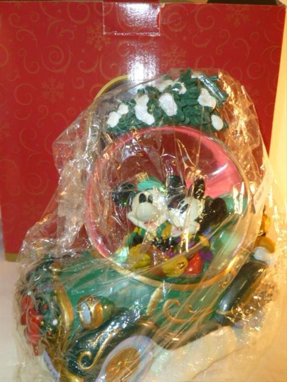 Snow globe An Enchanted Christmas- musical