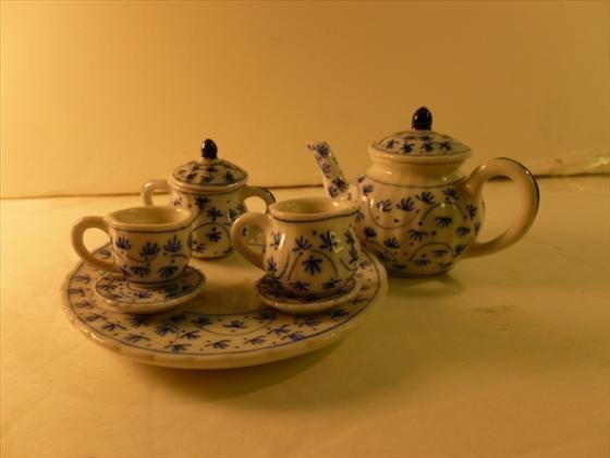 10 pc blue and white child house tea set