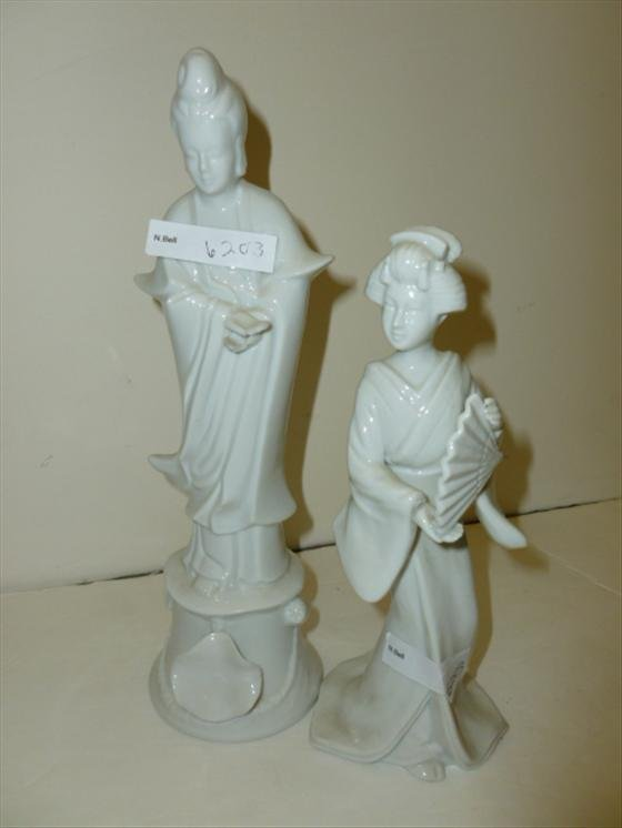 2 Porcelain Chinese figurines