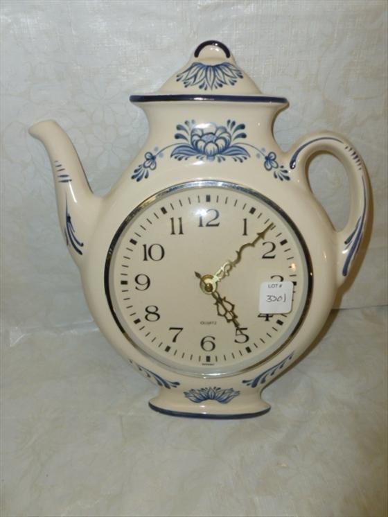 Quartz kitchen clock coffee pot shape