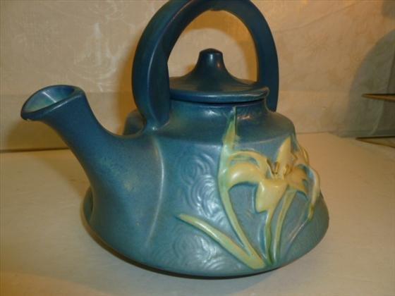 Roseville Zephyr Lily tea pot in blue