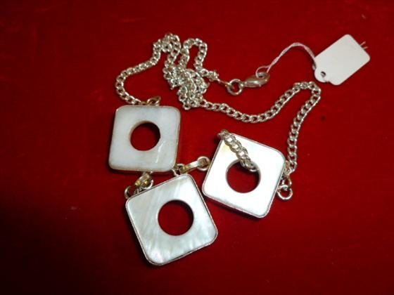 White mother of pearl and silver 925 necklace