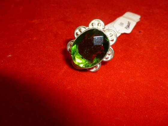 Peridot and silver 925 oval shaped ring