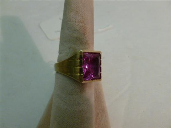 Man's 10 kt gold ring with square pink center stone