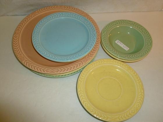 11 pc dish set- Laurella USA-- pastel colors