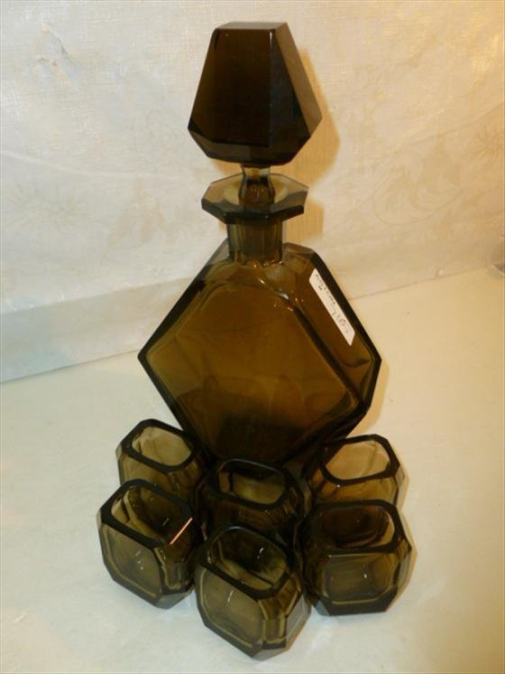 "Glass decanter 10 1/2"" and 6 shot glasses-2 1/4"" smoky"