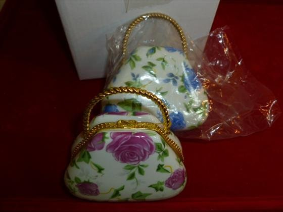 2 porcelain small purses with colored flowers and gold