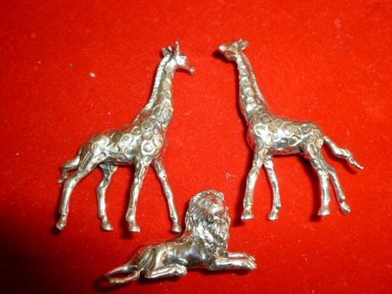 3 piece 800 Silver lion and giraffes figures marked- 85