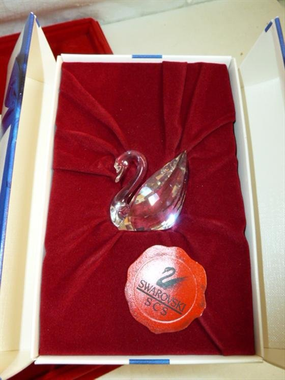 Swarovski SCS crystal swan with the box-1 1/2 tall exce