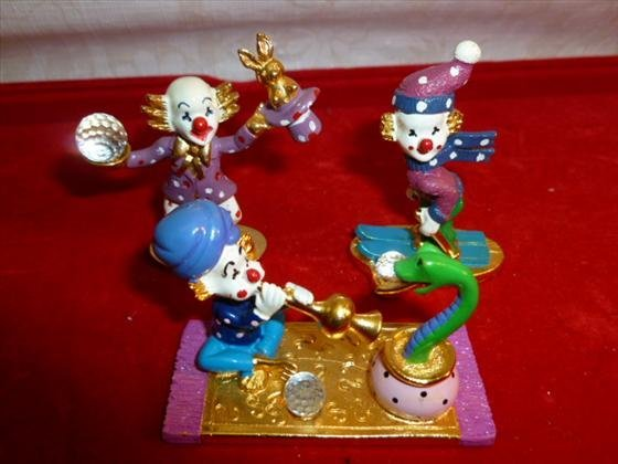 3 pewter and gold plated Spoontiques clown figures- wit