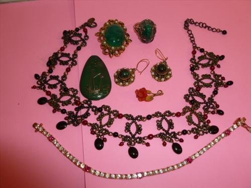 7 pc. Jewelry- earrings bracelet necklace and pendant