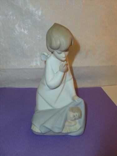 LLadro figure- Boy angel with baby girl sleeping at his