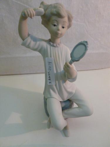LLadro figurine girl brushing hair with mirror -3rd