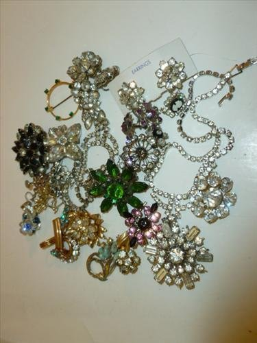 Nice bag lot of assorted rhinestone pins earrings and