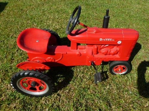 Farmall McCormick pedal car-Ertl-Super H good