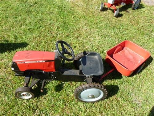 Case red tractor and wagon MX 270- die cast-Ertl