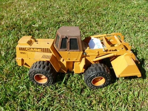 Case W30 back hoe yellow with rubber wheels die cast-