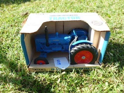 Ertl Ford super major tractor in box 1/16 scale-blue