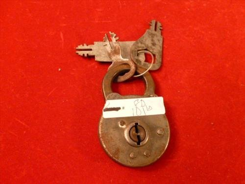 Vintage pad lock- with key-iron 3 long no markings