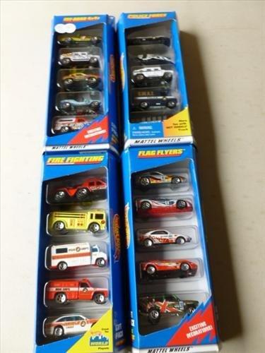 4 Packs of Hot Wheels never opened-18830-17461-17459