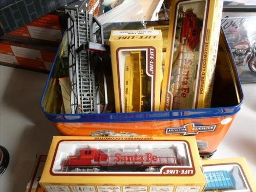 Metal tin full Lionel Trains - Engines-cars- all new in