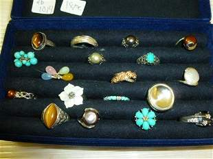 Box with 18 Sterling and colored stone rings in blue
