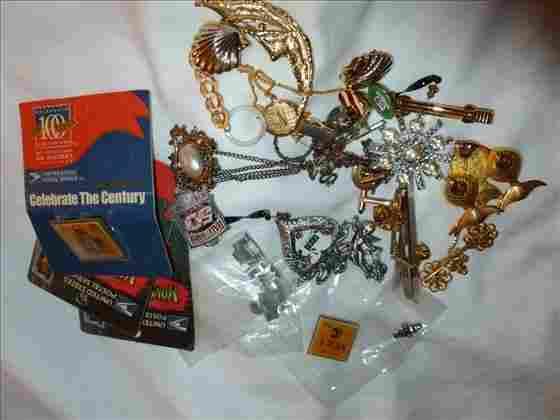 Bag lot misc jewelry-cufflinks, pin backs, pins, tie