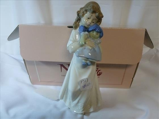 Nao Lladro hand made in Spain figurine- with box-