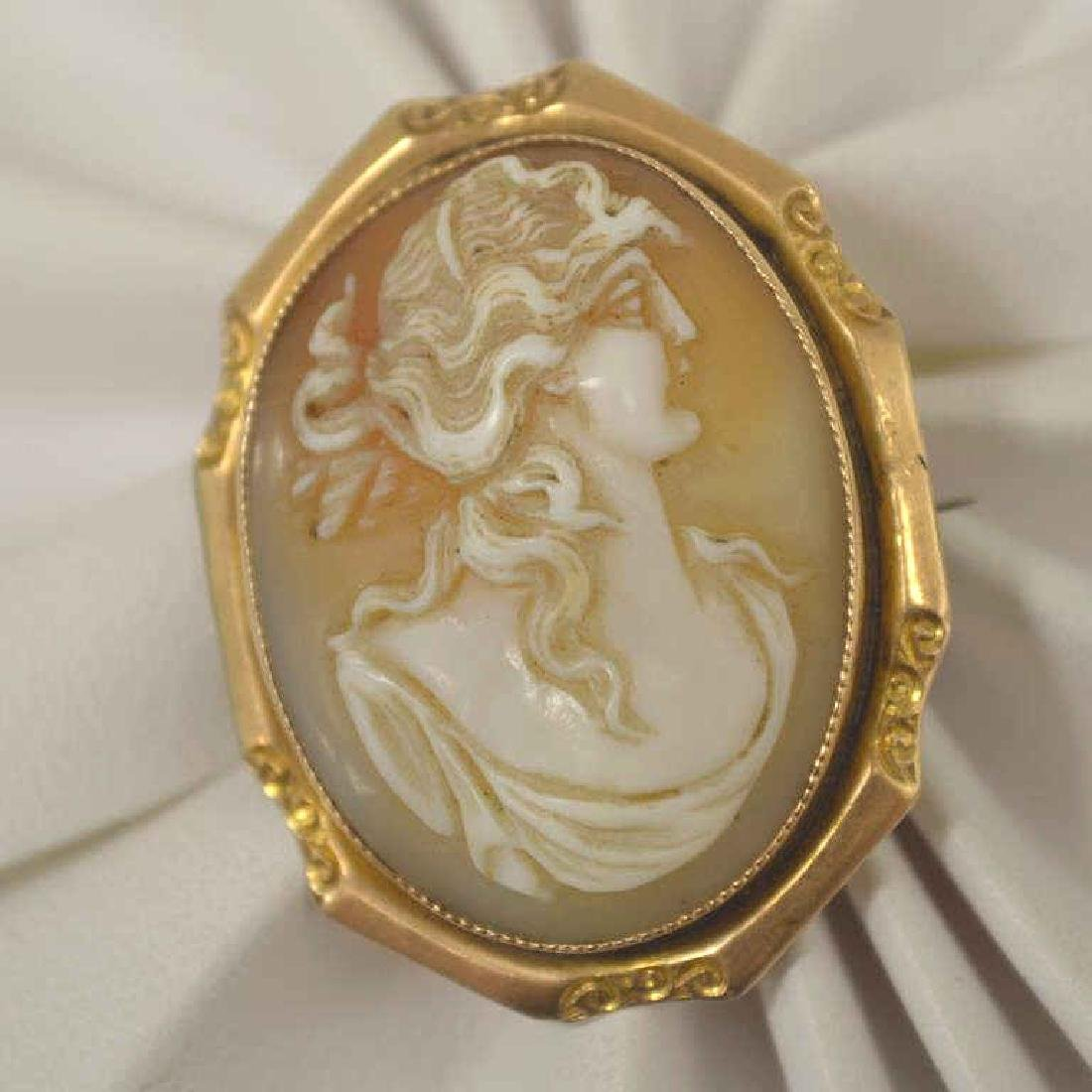 14kt yellow gold cameo brooch/ pendant