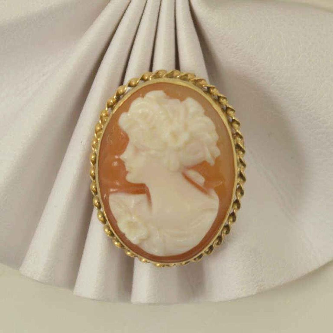 14kt yellow gold cameo pendant/ pin