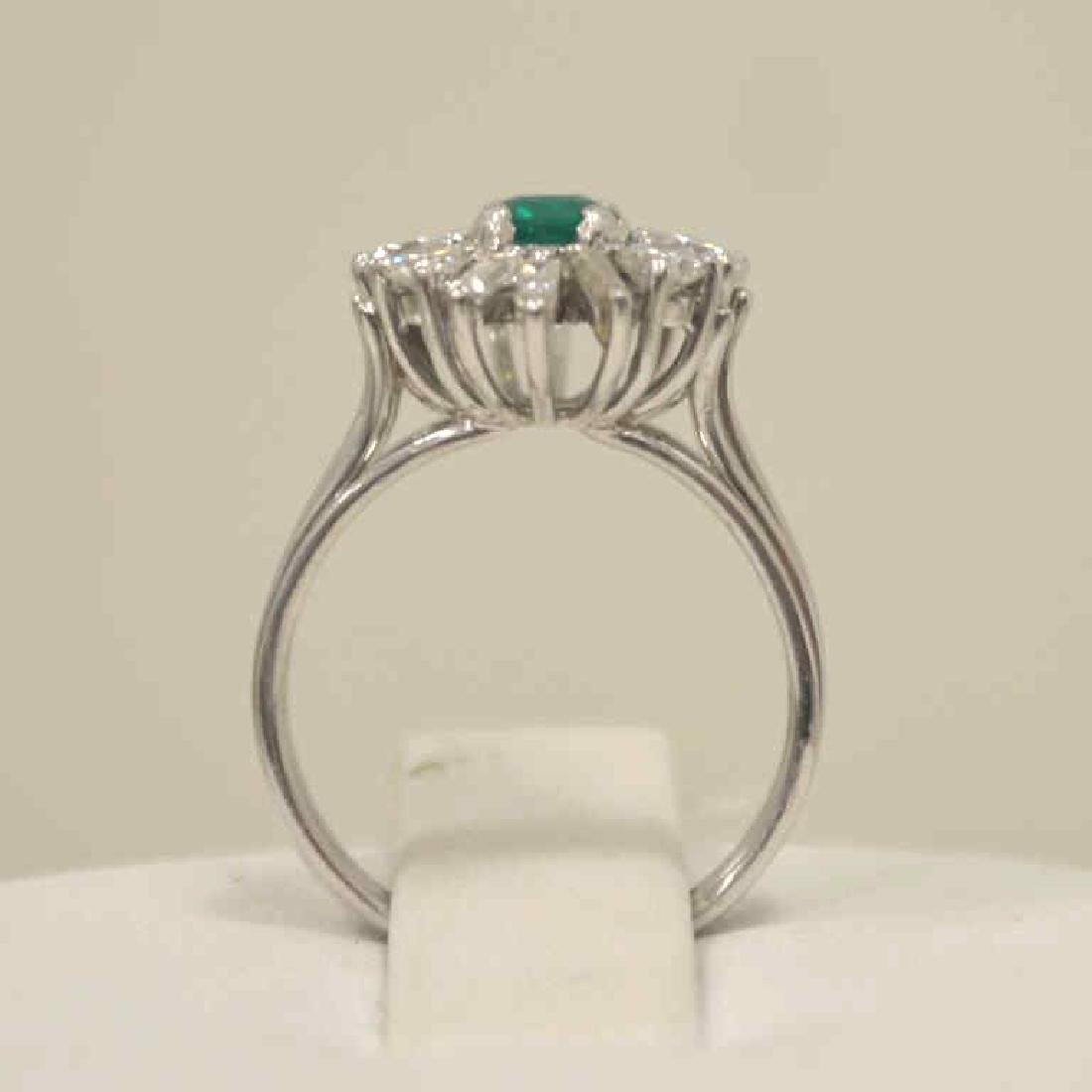 18kt white gold emerald and diamond ring - 3