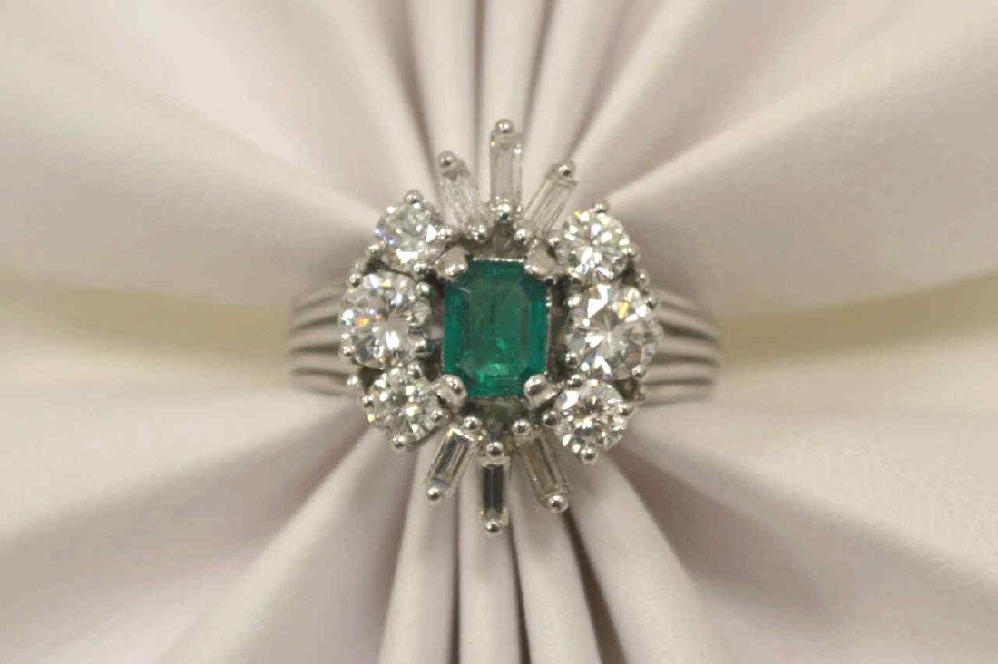 18kt white gold emerald and diamond ring - 5