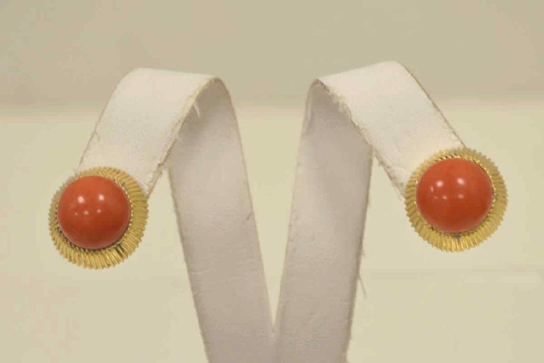 18kt yellow gold coral earrings